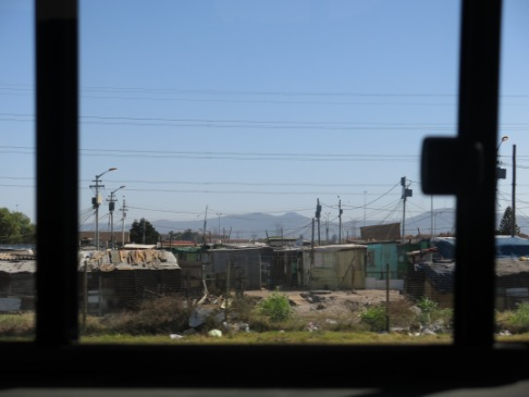 54. Vi kjører forbi slumområder